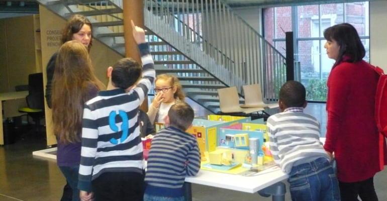 Le projet Scol'air mis en place par la Ville de Lille a pour objectif de sensibiliser enfants, enseignants et intervenants dans ces milieux à la qualité de l'air intérieur.  Crédit photo : Ville de Lille