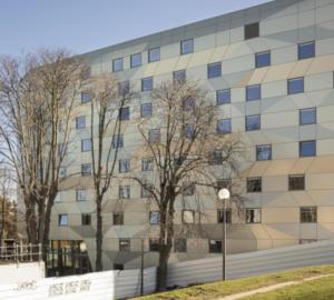 La Maison de l'ïle de France est le premier bâtiment d'habitation collective à énergie positive de source 100% solaire. ©DEERNS