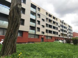 La facture d'énergie des locataires de la résidence fontaine Del Saulx à Lille a été réduite de moitié. Les logements en classe énergétique «F» sont à présent classés «C», soit un gain de 65% sur le diagnostic de performance énergétique.